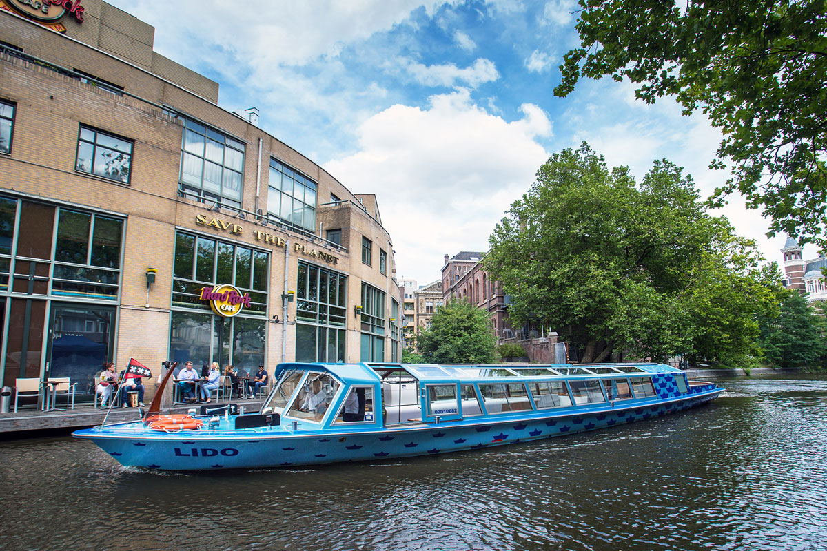 Canal boat hire Amsterdam Boat Tour - LIDO - Outside during day