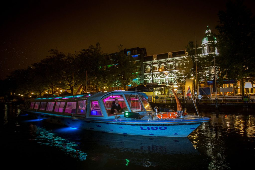 Canal boat hire Amsterdam Boat Tour - LIDO - Outside during night