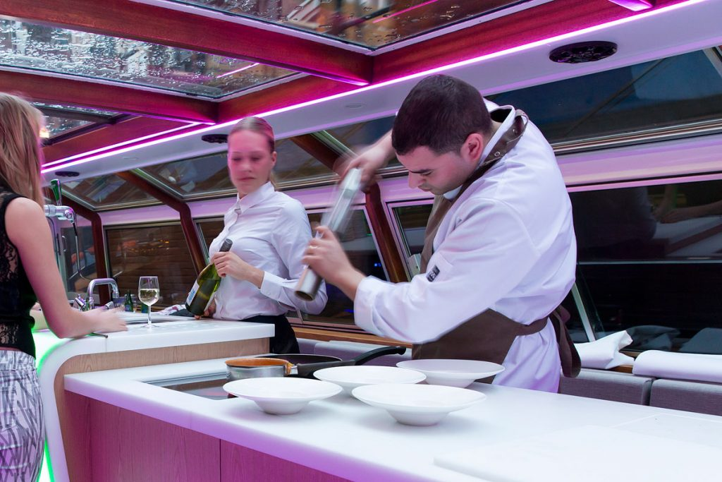 Canal boat hire Amsterdam Boat Tour - LIDO - Preparing dinner