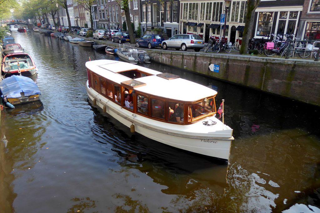 Saloon Boat Valerie - Amsterdam Boattour