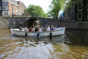Open_Boat_Willy-Private_Canal_Cruise_Amsterdam-Amsterdam_Boattour-02