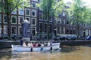 Open_Boat_Willy-Private_Canal_Cruise_Amsterdam-Amsterdam_Boattour-04