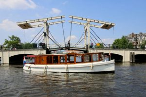 Saloonboat_Valerie-Traditional_Saloonboat_Amsterdam-05
